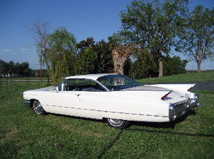 1960 Cadillac Coupe Deville Coupe Automatic presented as lot F39 at Kansas City, MO 2011 - image7