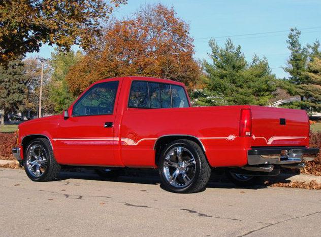 1990 Chevrolet Silverado Pickup 350 CI, Automatic presented as lot F54 at Kansas City, MO 2011 - image2