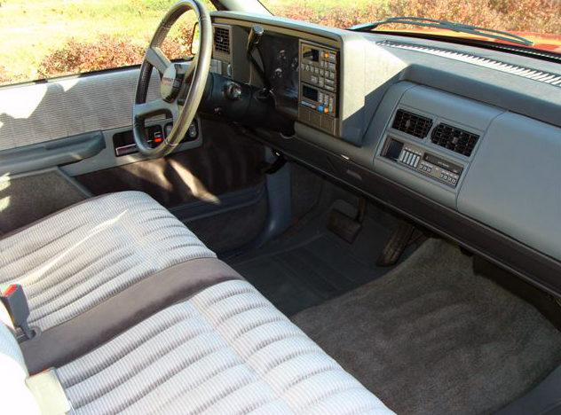 1990 Chevrolet Silverado Pickup 350 CI, Automatic presented as lot F54 at Kansas City, MO 2011 - image3