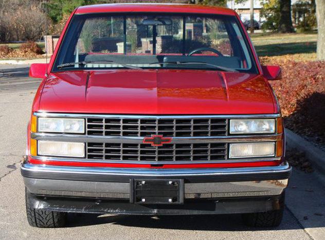 1990 Chevrolet Silverado Pickup 350 CI, Automatic presented as lot F54 at Kansas City, MO 2011 - image6