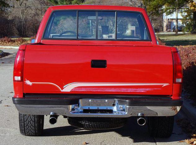 1990 Chevrolet Silverado Pickup 350 CI, Automatic presented as lot F54 at Kansas City, MO 2011 - image7
