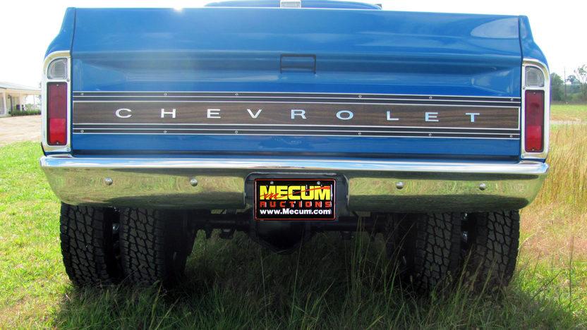 1972 Chevrolet Dually 4x4 Pickup 350/350 HP, Automatic presented as lot F80 at Kansas City, MO 2011 - image3