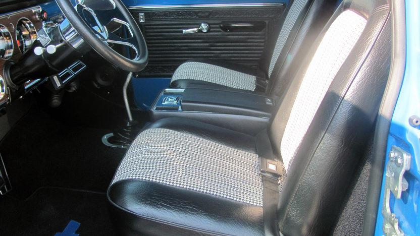 1972 Chevrolet Dually 4x4 Pickup 350/350 HP, Automatic presented as lot F80 at Kansas City, MO 2011 - image4
