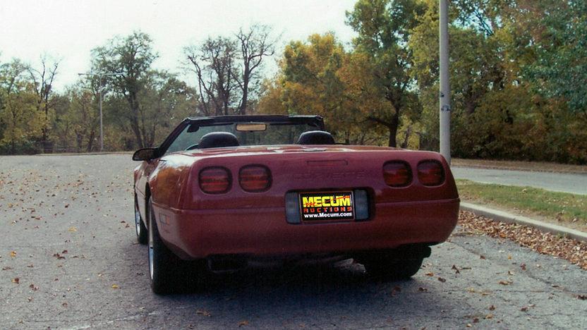 1995 Chevrolet Corvette Convertible LT1, Automatic presented as lot F87 at Kansas City, MO 2011 - image7