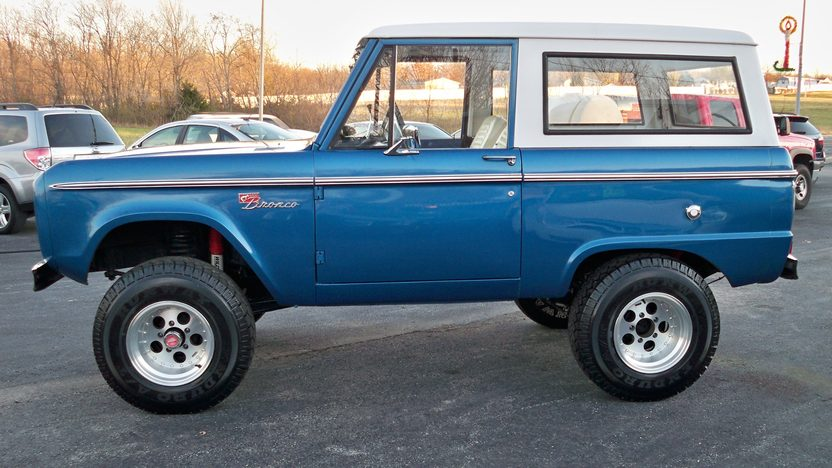 1974 Ford Bronco 4x4 302 CI, Automatic presented as lot F101 at Kansas City, MO 2011 - image8