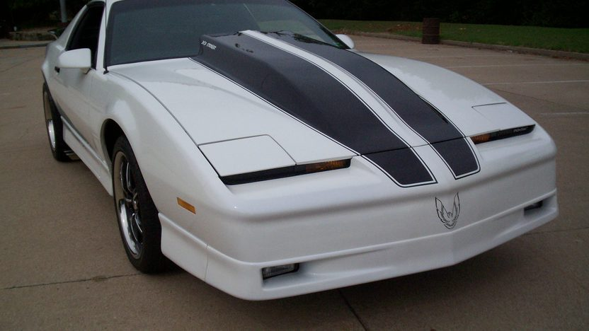 1986 Pontiac Trans Am 383 CI, Automatic presented as lot F140 at Kansas City, MO 2011 - image9