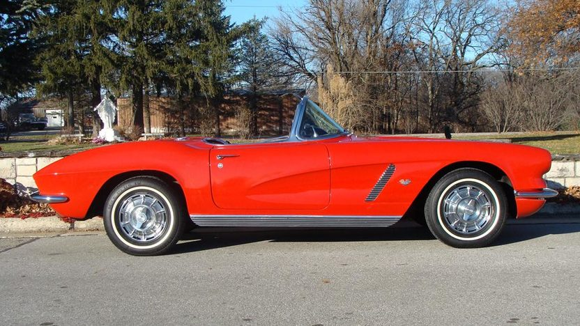 1962 Chevrolet Corvette Convertible presented as lot F160 at Kansas City, MO 2011 - image2