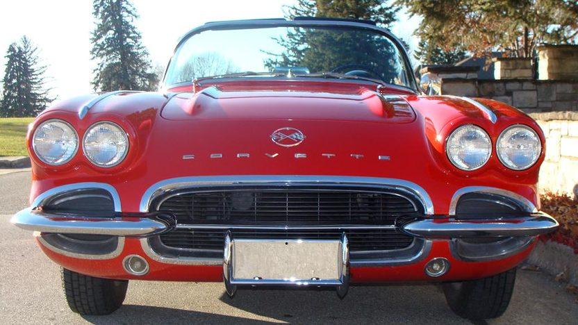 1962 Chevrolet Corvette Convertible presented as lot F160 at Kansas City, MO 2011 - image3
