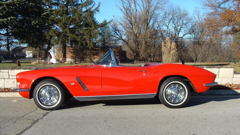 1962 Chevrolet Corvette Convertible presented as lot F160 at Kansas City, MO 2011 - image6