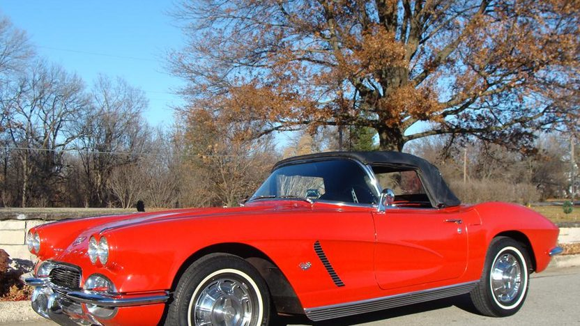 1962 Chevrolet Corvette Convertible presented as lot F160 at Kansas City, MO 2011 - image8