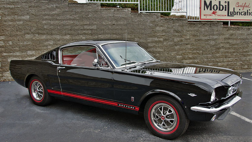 1966 Ford Mustang Fastback presented as lot F172 at Kansas City, MO 2011 - image2