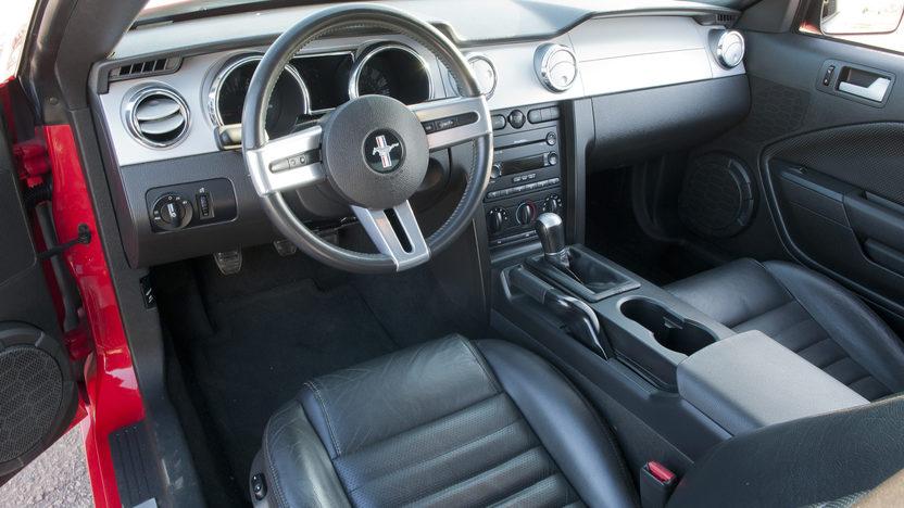 2005 Ford Mustang GT 4.6/300 HP, 5-Speed presented as lot F194 at Kansas City, MO 2011 - image4