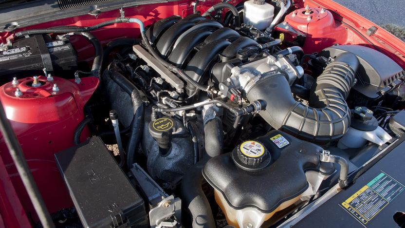 2005 Ford Mustang GT 4.6/300 HP, 5-Speed presented as lot F194 at Kansas City, MO 2011 - image5