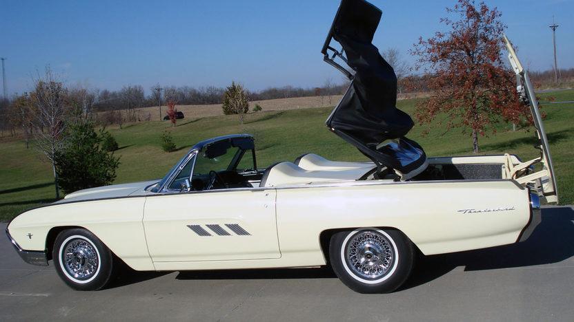 1963 Ford Thunderbird Convertible 390/300 HP, Automatic presented as lot F230 at Kansas City, MO 2011 - image7