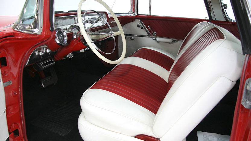 1957 Pontiac Star Chief Safari Wagon 428 CI, Automatic presented as lot F232 at Kansas City, MO 2011 - image4