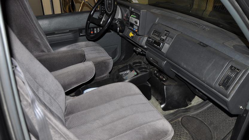 1997 Chevrolet Toterhome 240 HP, Automatic presented as lot S3 at Kansas City, MO 2011 - image3