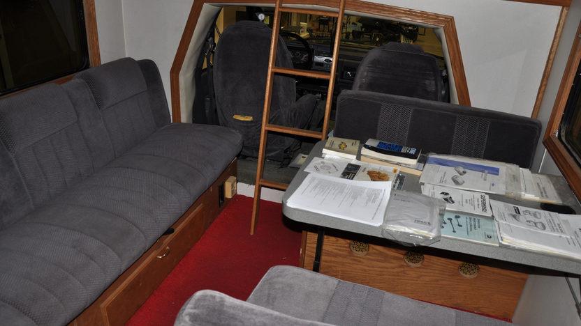 1997 Chevrolet Toterhome 240 HP, Automatic presented as lot S3 at Kansas City, MO 2011 - image5