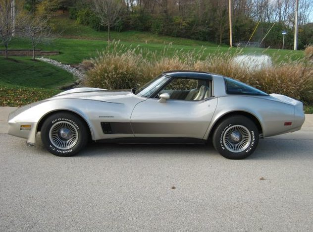 1982 Chevrolet Corvette Collector Edition 350/200 HP, Automatic presented as lot S32 at Kansas City, MO 2011 - image2