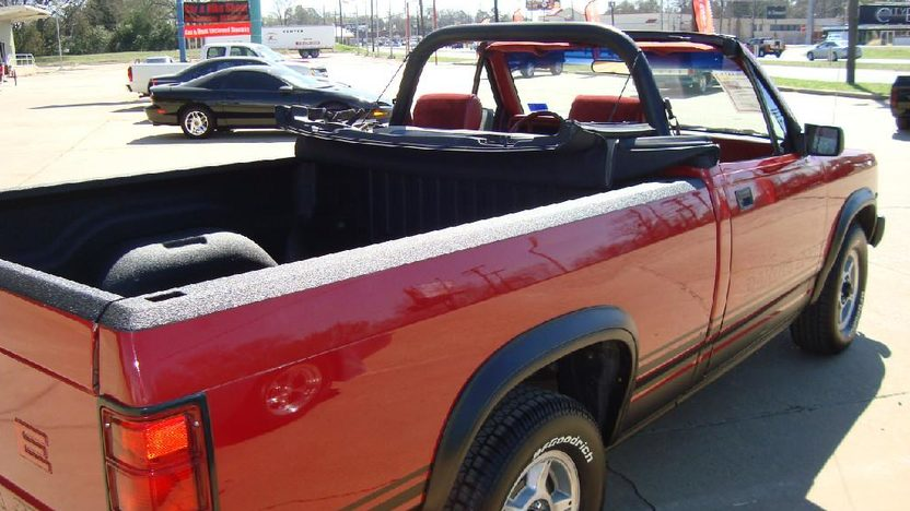 1989 Dodge Dakota Convertible Automatic presented as lot S172 at Kansas City, MO 2011 - image2