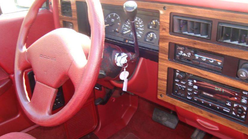 1989 Dodge Dakota Convertible Automatic presented as lot S172 at Kansas City, MO 2011 - image4