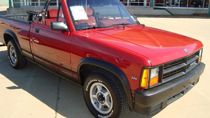 1989 Dodge Dakota Convertible Automatic presented as lot S172 at Kansas City, MO 2011 - image8