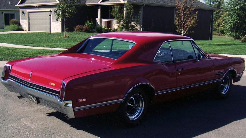 1966 Oldsmobile 442 presented as lot S92 at Kansas City, MO 2011 - image3