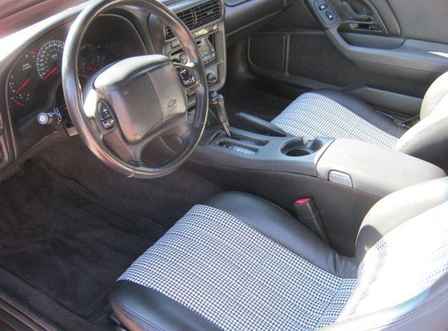 2001 Chevrolet Camaro Z28 Convertible presented as lot S125 at Kansas City, MO 2011 - image4