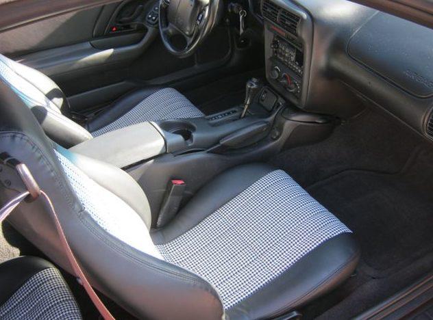 2001 Chevrolet Camaro Z28 Convertible presented as lot S125 at Kansas City, MO 2011 - image5