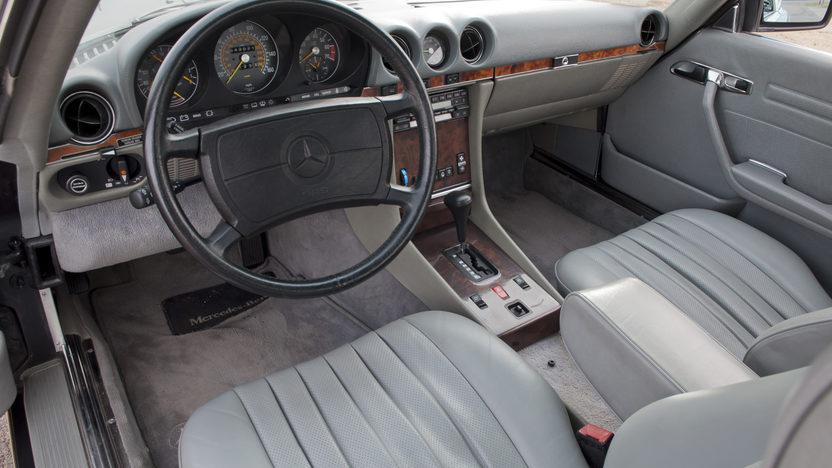 1986 Mercedes-Benz 560 SL Convertible 5.6L, Automatic presented as lot F190 at Kansas City, MO 2011 - image3