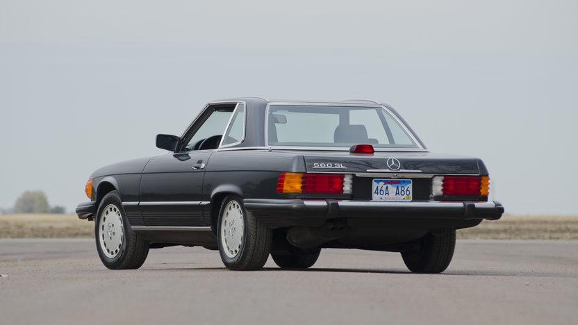 1986 Mercedes-Benz 560 SL Convertible 5.6L, Automatic presented as lot F190 at Kansas City, MO 2011 - image7