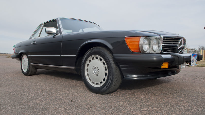 1986 Mercedes-Benz 560 SL Convertible 5.6L, Automatic presented as lot F190 at Kansas City, MO 2011 - image8