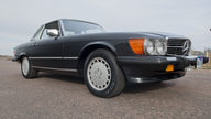 1986 Mercedes-Benz 560 SL Convertible 5.6L, Automatic presented as lot F190 at Kansas City, MO 2011 - thumbail image8