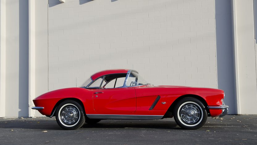 1962 Chevrolet Corvette 327/340 HP, 4-Speed presented as lot T209 at Kansas City, MO 2011 - image3