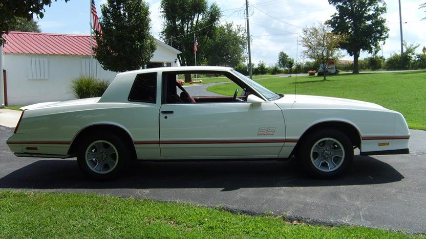 1987 Chevrolet Monte Carlo SS 305 CI, Automatic presented as lot F76.1 at Kansas City, MO 2011 - image10