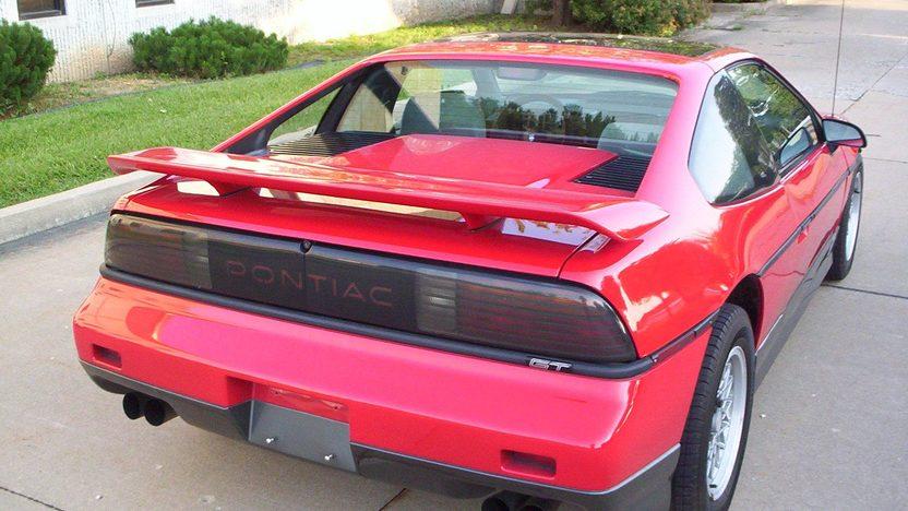 1986 Pontiac Fiero GT presented as lot T124 at Kansas City, MO 2011 - image2