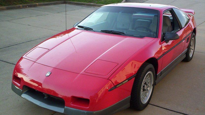 1986 Pontiac Fiero GT presented as lot T124 at Kansas City, MO 2011 - image3