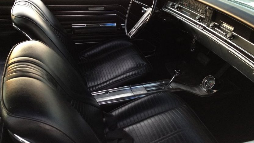 1967 Buick GS400 Resto Mod Hardtop 455 CI, Automatic presented as lot F204.1 at Kansas City, MO 2011 - image4