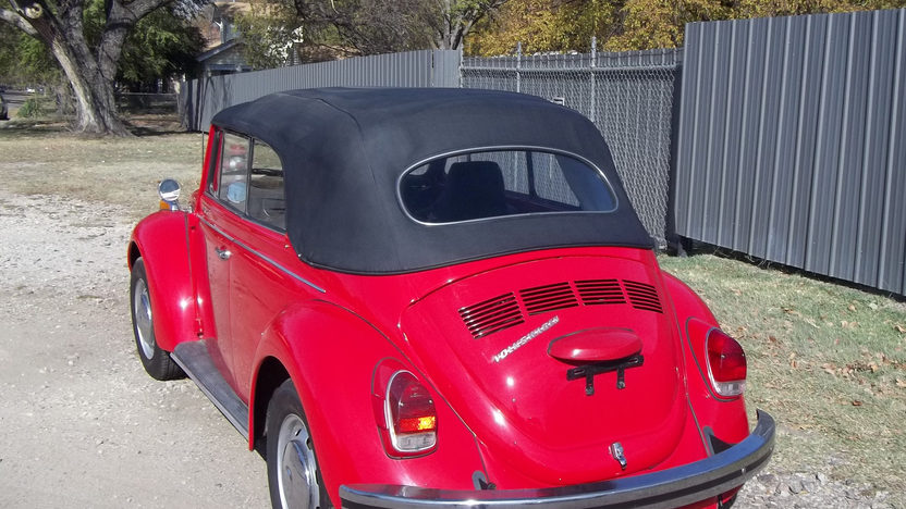 1971 Volkswagen Super Beetle Convertible presented as lot T200 at Kansas City, MO 2012 - image2