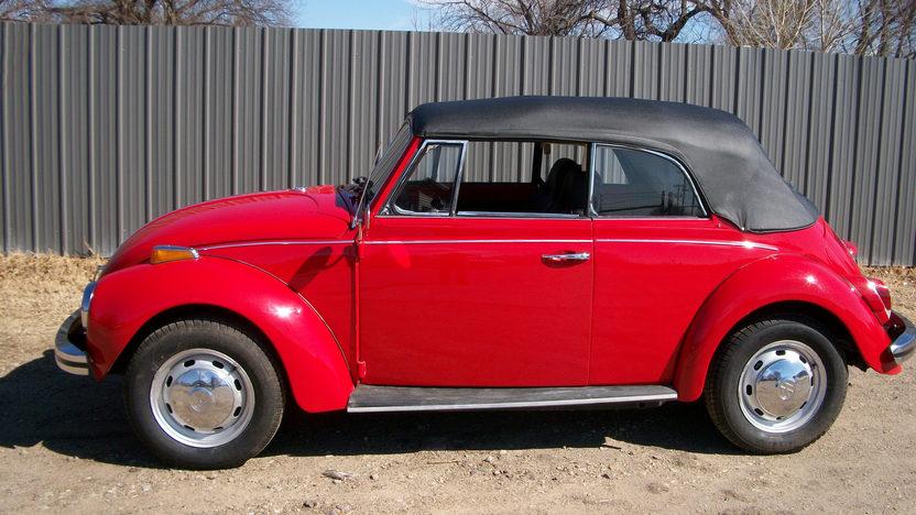 1971 Volkswagen Super Beetle Convertible presented as lot T200 at Kansas City, MO 2012 - image6