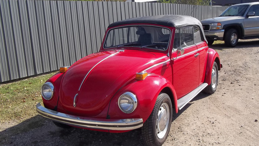 1971 Volkswagen Super Beetle Convertible presented as lot T200 at Kansas City, MO 2012 - image8