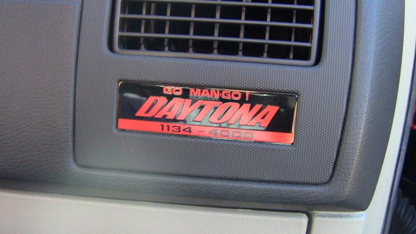 2006 Dodge Charger R/T Daytona #1,137 of 4,000 Produced presented as lot F135 at Kansas City, MO 2012 - image6
