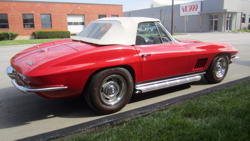 1967 Chevrolet Corvette Convertible 327/350 HP, 4-Speed presented as lot F162 at Kansas City, MO 2012 - image2