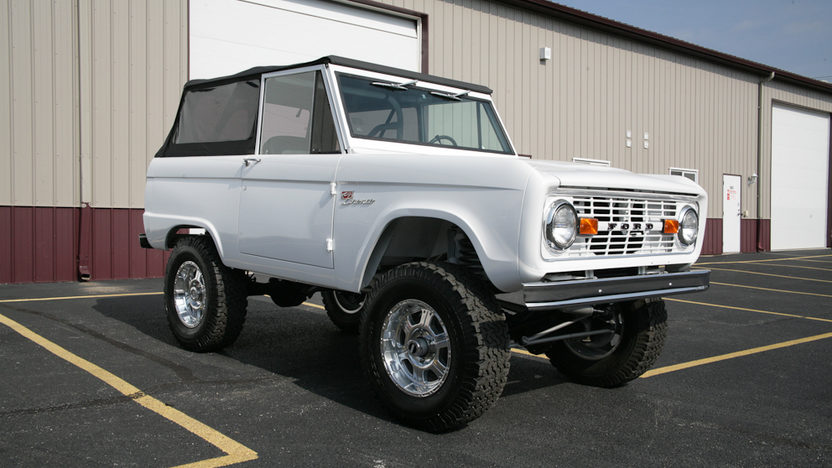 1974 Ford Bronco Sport 302 CI, 3-Speed presented as lot F169 at Kansas City, MO 2012 - image2