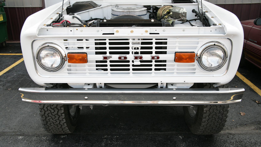 1974 Ford Bronco Sport 302 CI, 3-Speed presented as lot F169 at Kansas City, MO 2012 - image7