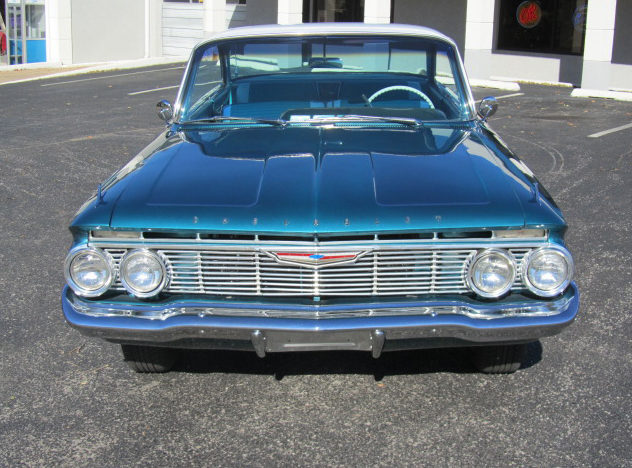 1961 Chevrolet Impala Bubble Top 283 CI, Automatic presented as lot F191 at Kansas City, MO 2012 - image3