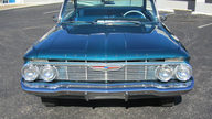 1961 Chevrolet Impala Bubble Top 283 CI, Automatic presented as lot F191 at Kansas City, MO 2012 - thumbail image3