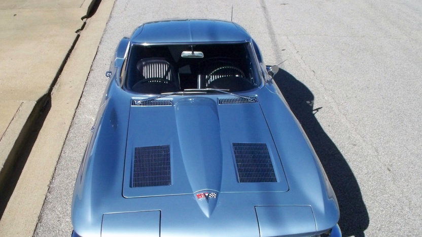 1963 Chevrolet Corvette Split Window Coupe 327/340 HP, 4-Speed presented as lot S122 at Kansas City, MO 2012 - image7