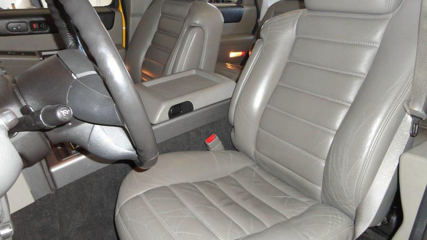 2004 Hummer H2 6.0L, Automatic presented as lot S202 at Kansas City, MO 2012 - image4