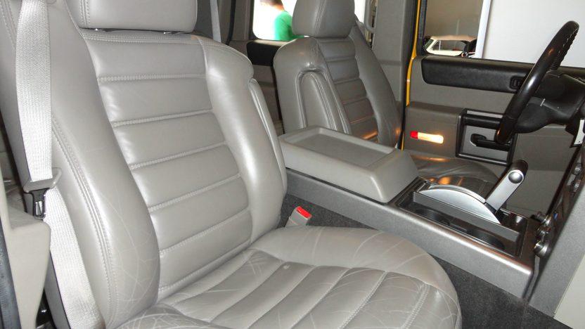 2004 Hummer H2 6.0L, Automatic presented as lot S202 at Kansas City, MO 2012 - image5