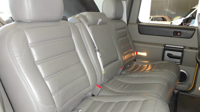 2004 Hummer H2 6.0L, Automatic presented as lot S202 at Kansas City, MO 2012 - image6